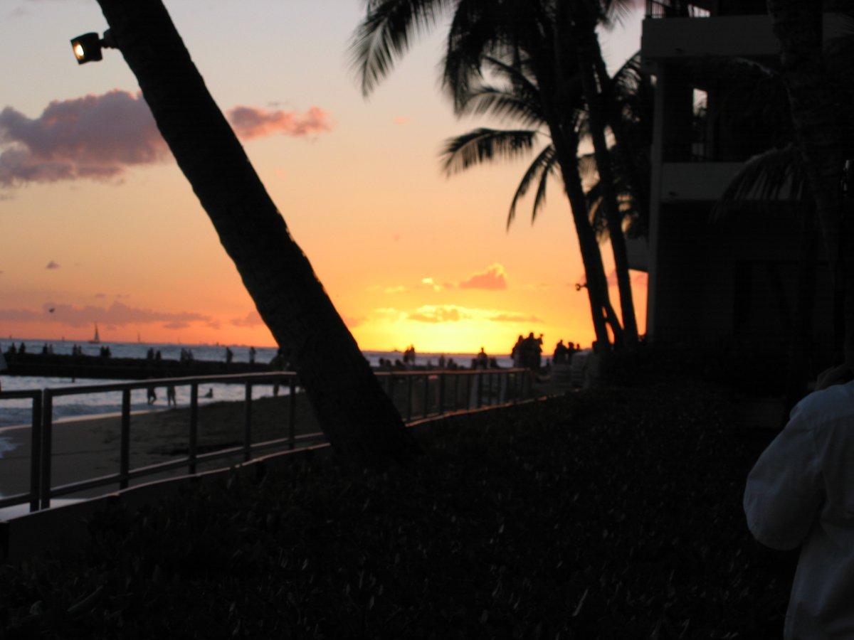 Halekulani Sunset  - John Di Rienzo