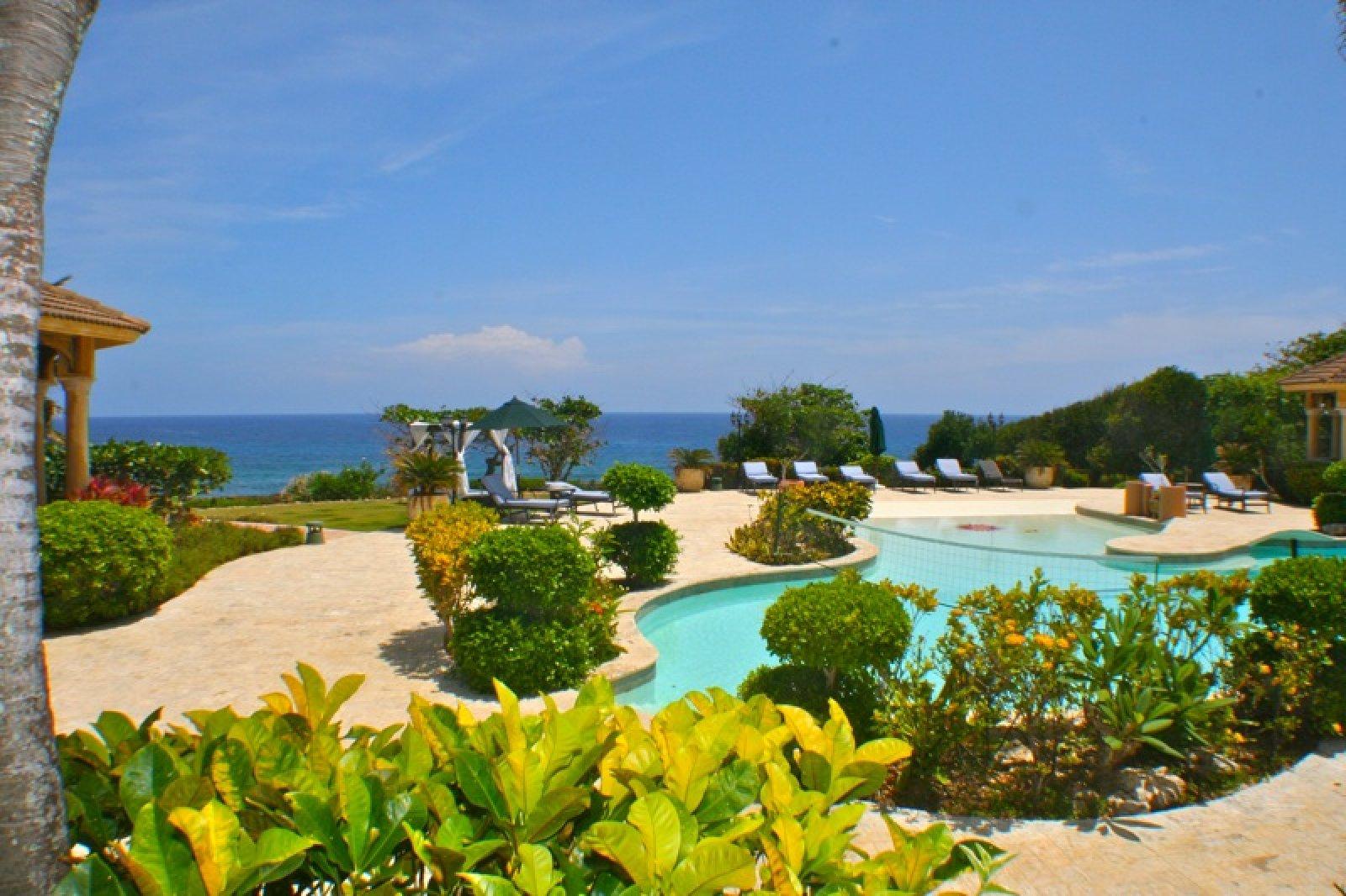 Oceanfront Vacation Mansion at Cabarete | Cabrera (N ...