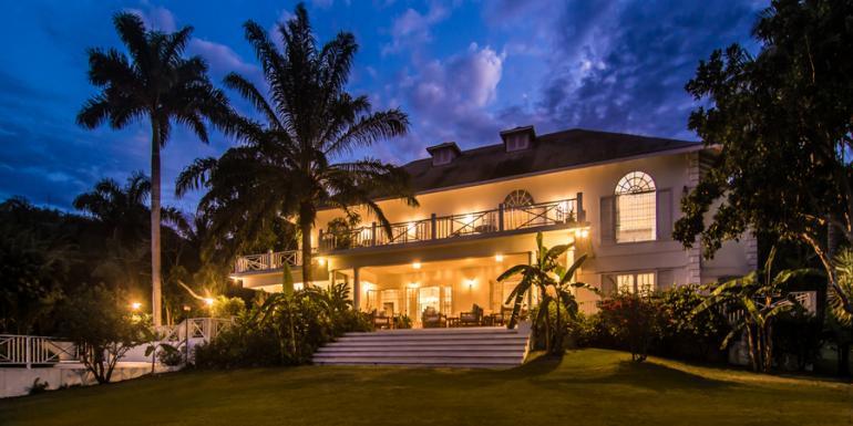 Nice Villa On The Bay