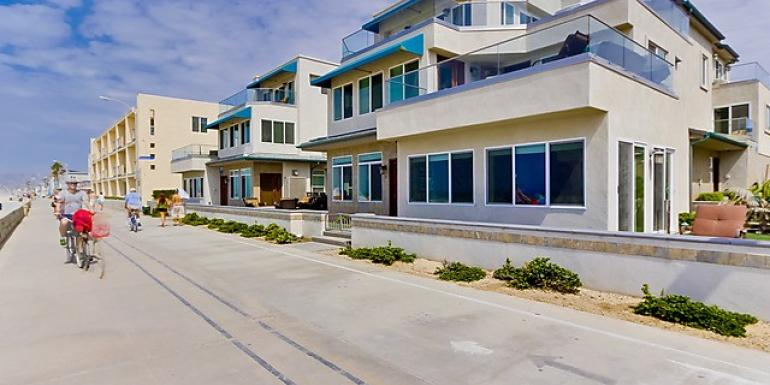 Mission Beach Oceanfront Villas: Teal Villa